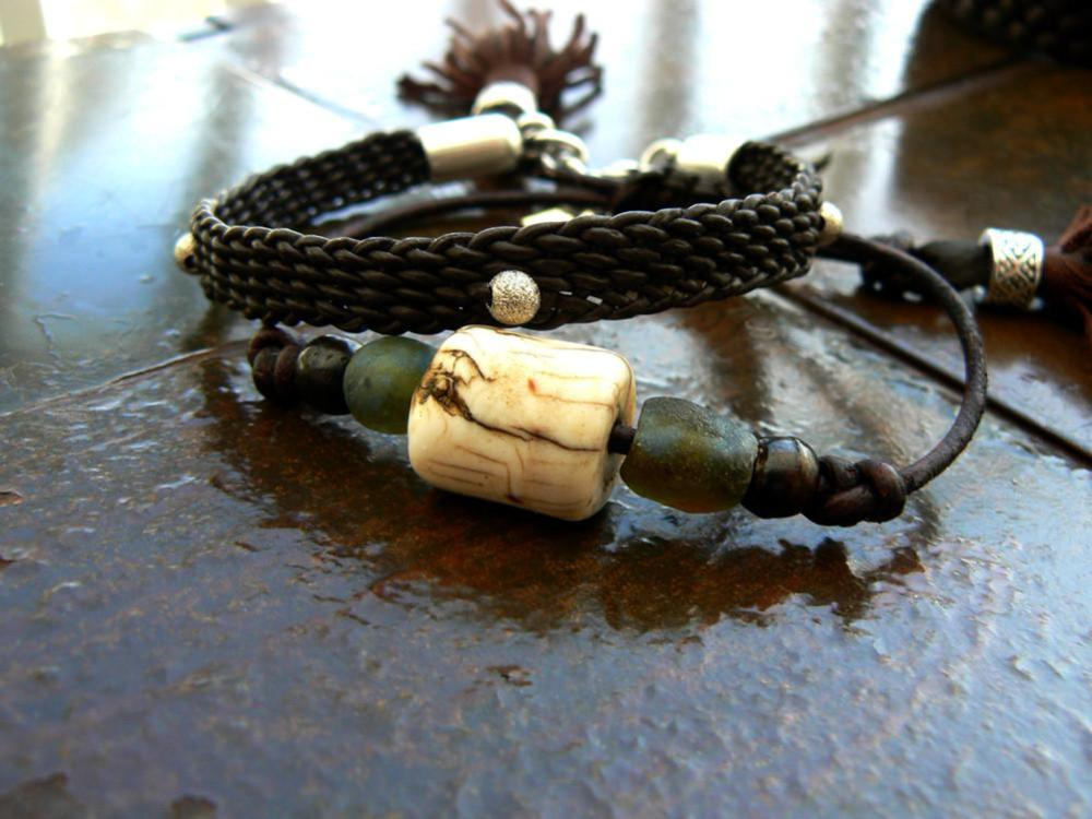 Naja Vintage Conch Shell & Glass Beaded Adjustable Leather Bracelet with Yuki Bracelet