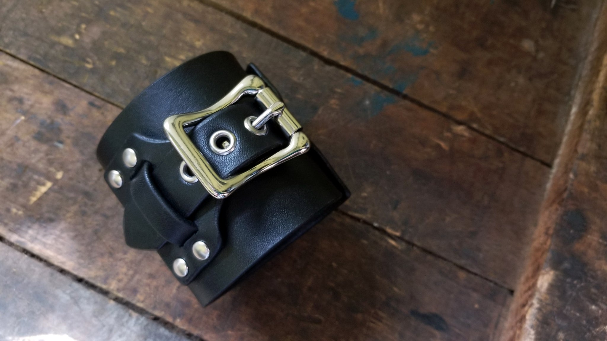 Chunky  buckle strap closure on my Aga, wide leather Buckle Cuff