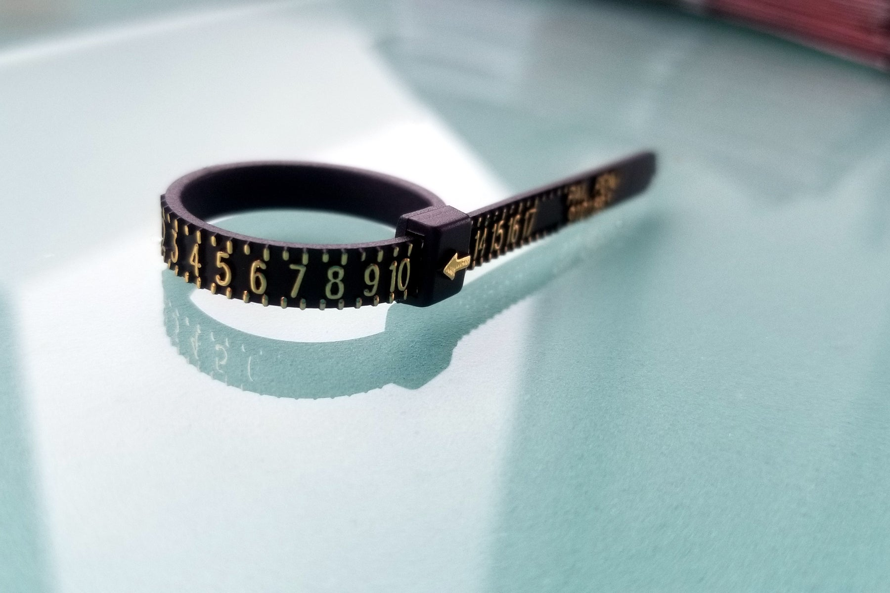 easy to use multi-size plastic ring sizer - black with gold numbers ring measuring tool