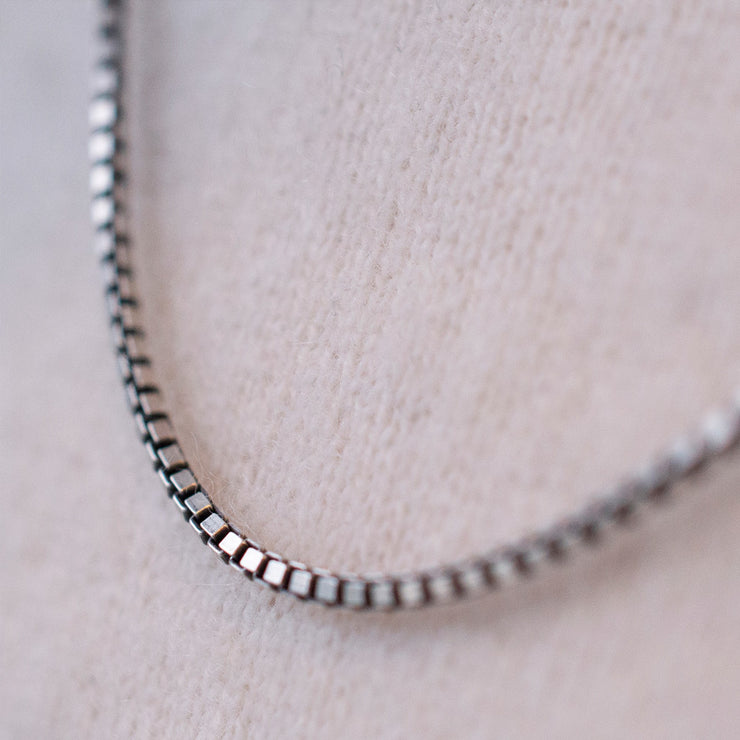 mens 55cm silver box chain | detail