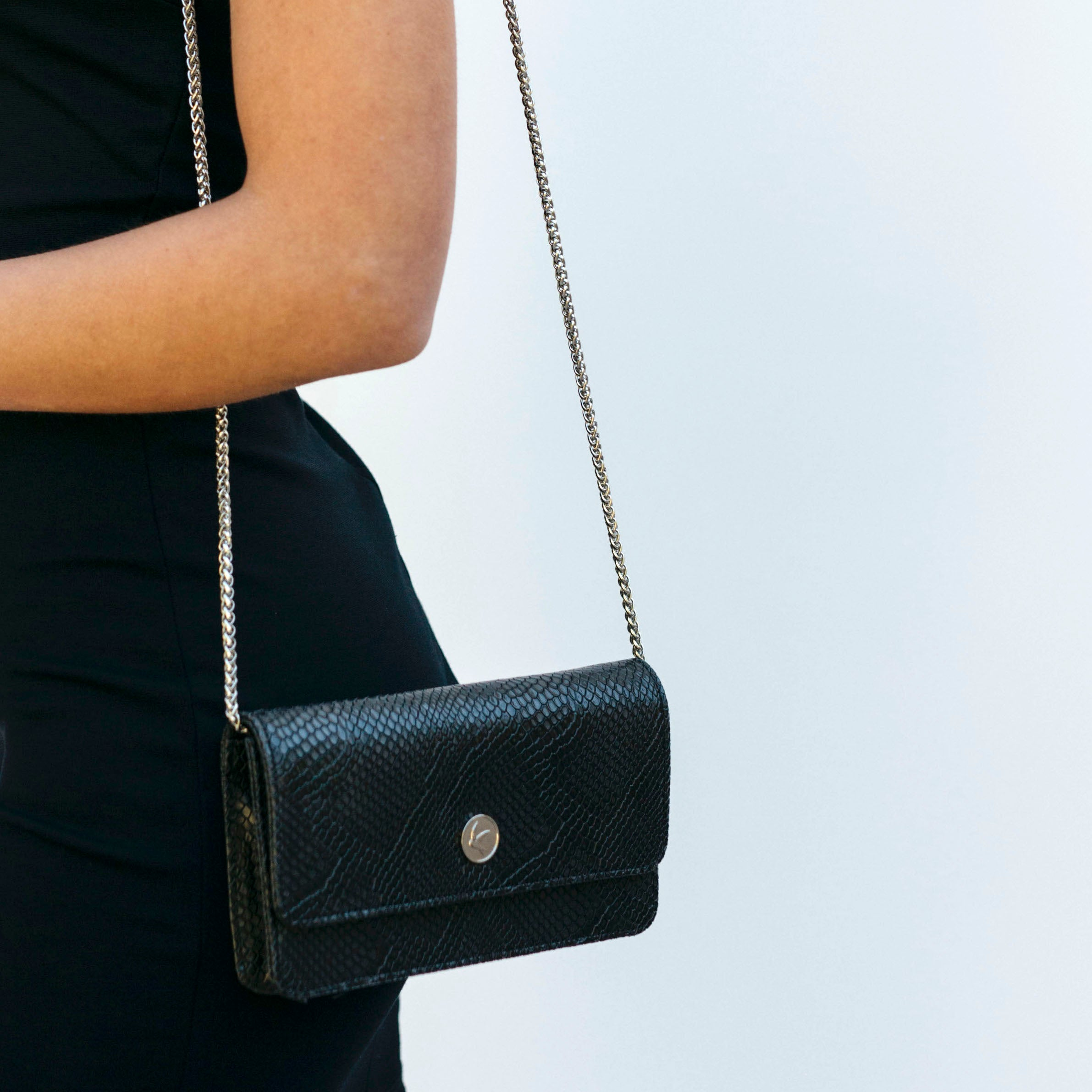 Svala vegan Sara chain wallet in black