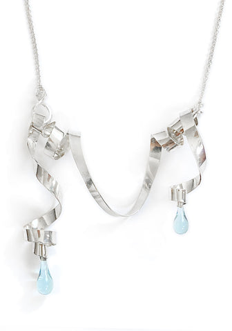 Asymmetric Loops of Ribbon Necklace