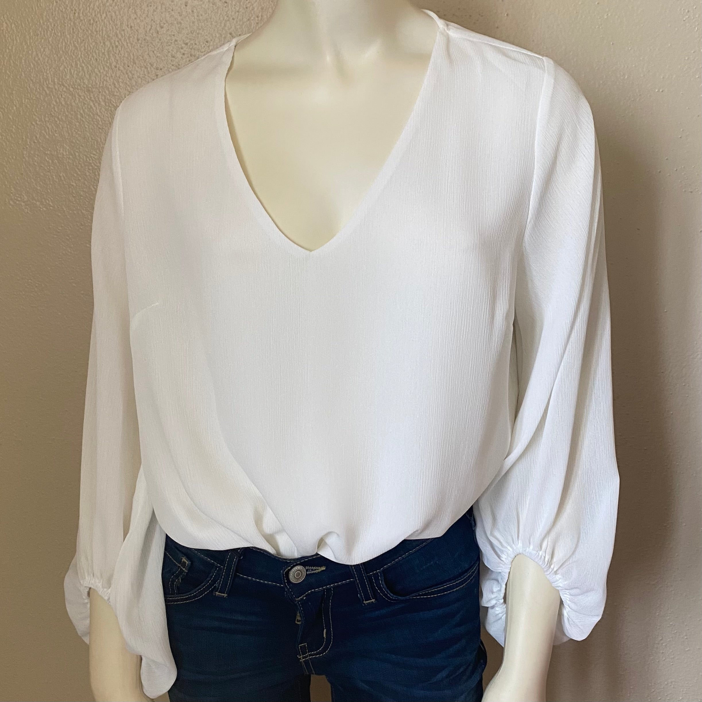 White v neck bubble sleeve top