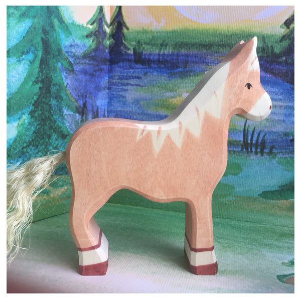 Holztiger Horse, standing, light brown