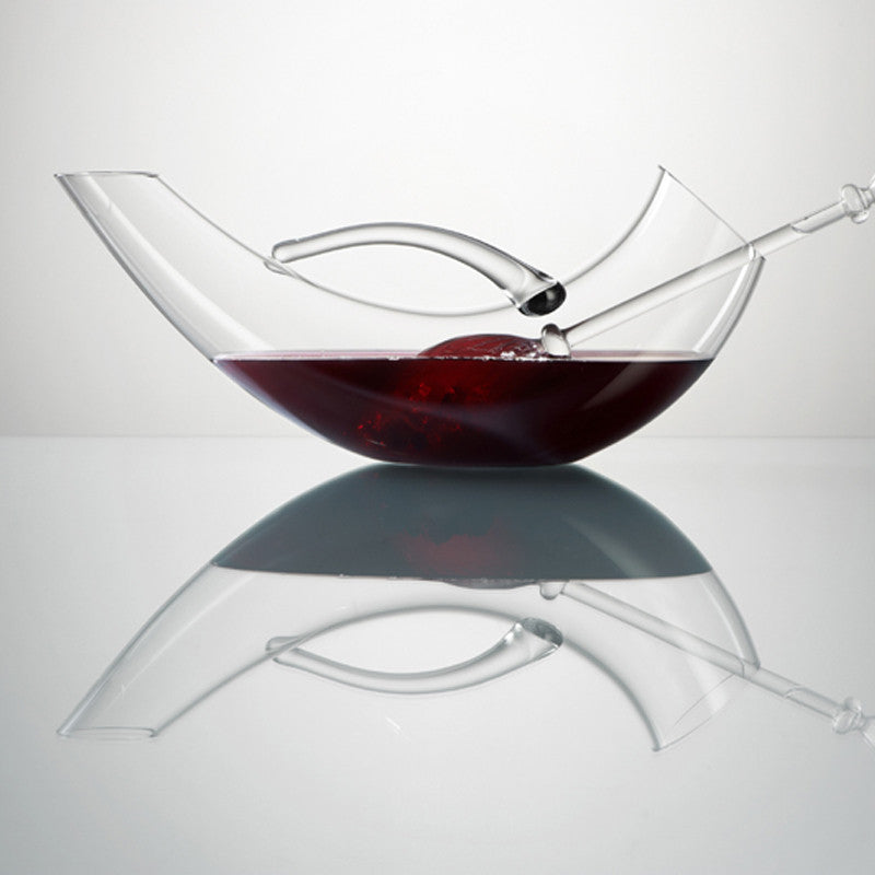 Decanter, vino design curved decanter filled with wine and Vita Juwel vial inside