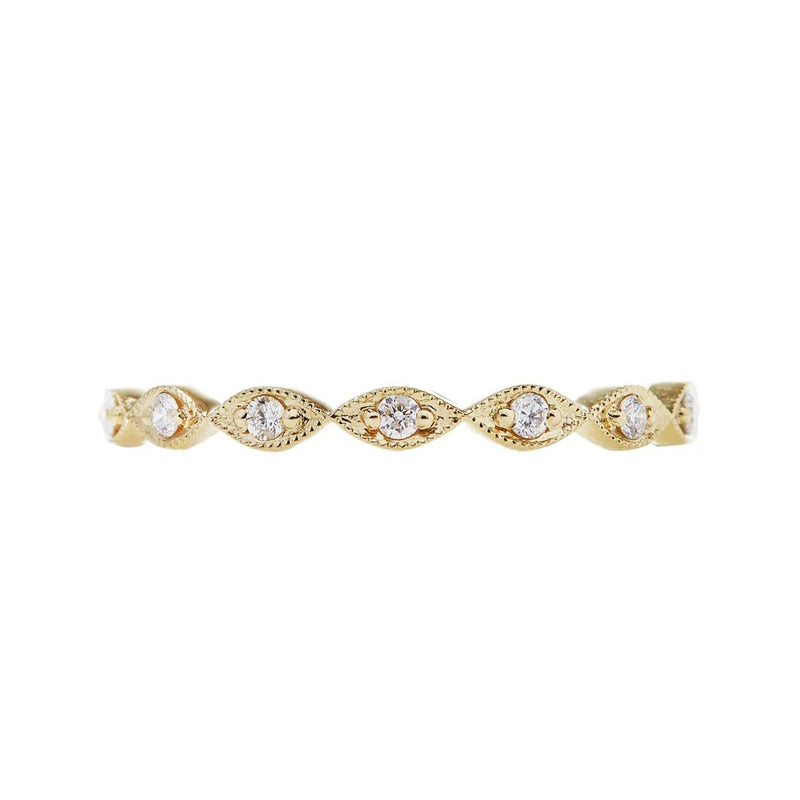 elegant marquis engagement ring with 18ky gold and beautiful diamonds