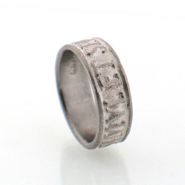 "Suwa platinum Renaissance-inspired ring with ""presence of mind"" engraved in Latin"