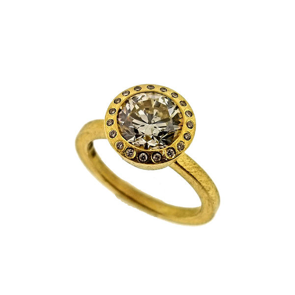 18K yellow gold and round diamond ring