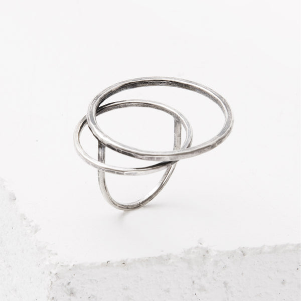 Zuzko hand-forged sterling silver Tides ring with three rigid interlooped circles