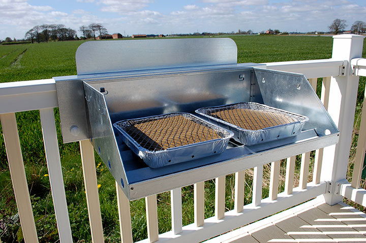 hook'n'cook barbecue with 2 regular disposable trays