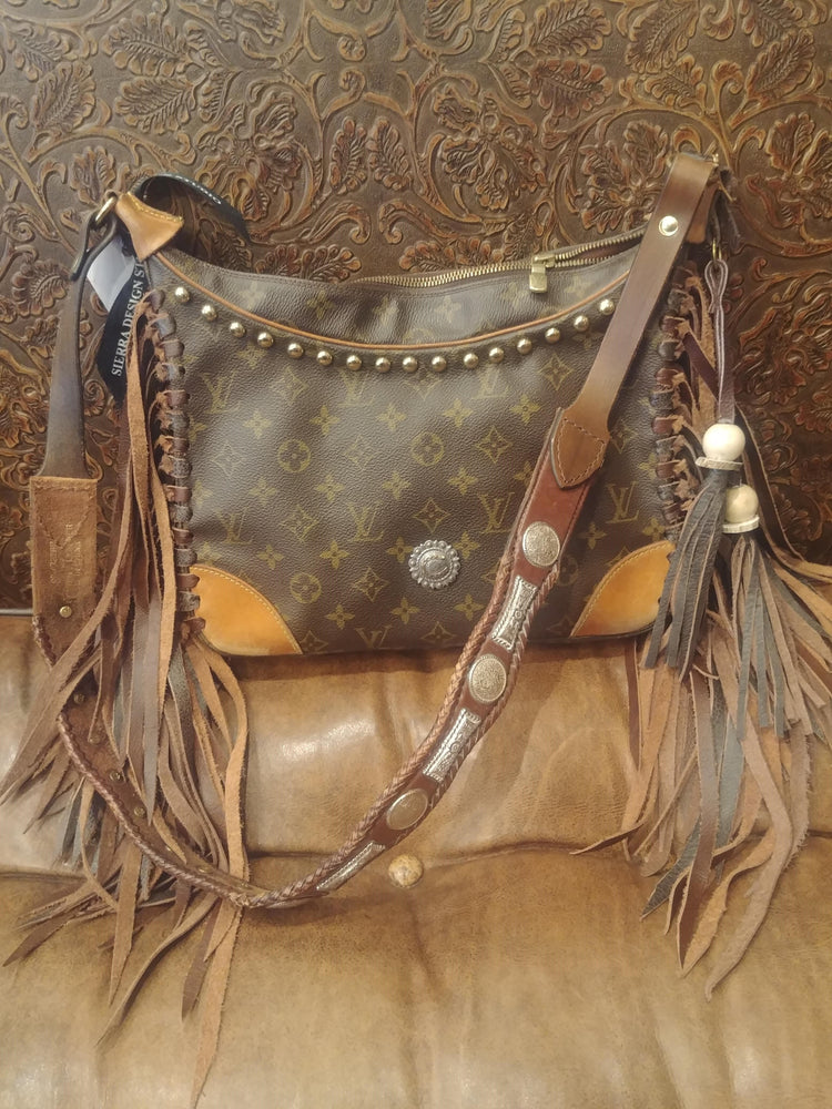 Horseshoe Fringe Purse