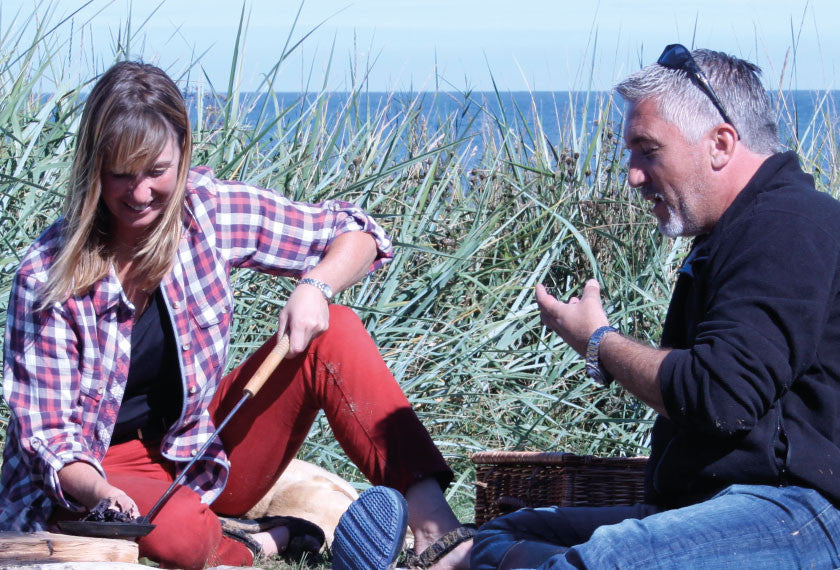 Fiona Houston and Paul Hollywood on the beach