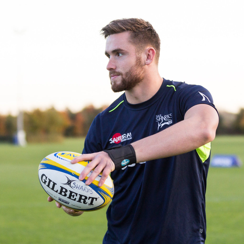 George Nott of Sale Sharks Rugby Club wearing the Benecare CMC Splint.