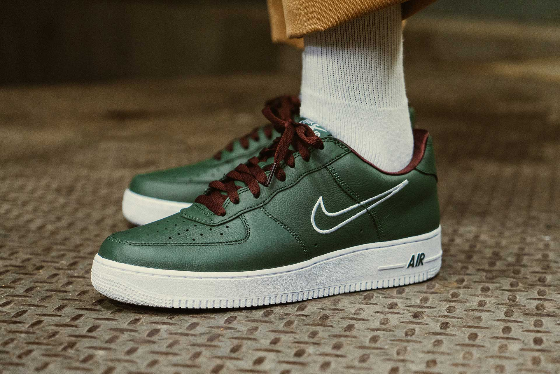 Air Force 1 Low Retro 'Hong Kong' in Deep Forest at Notre