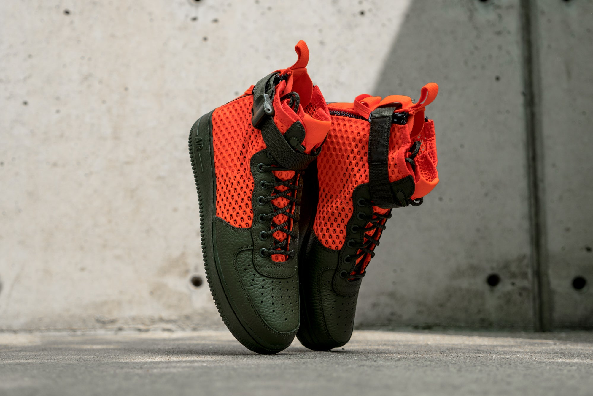 Nike Special Field Air Force 1 Mid QS in Cargo Khaki/Total Crimson