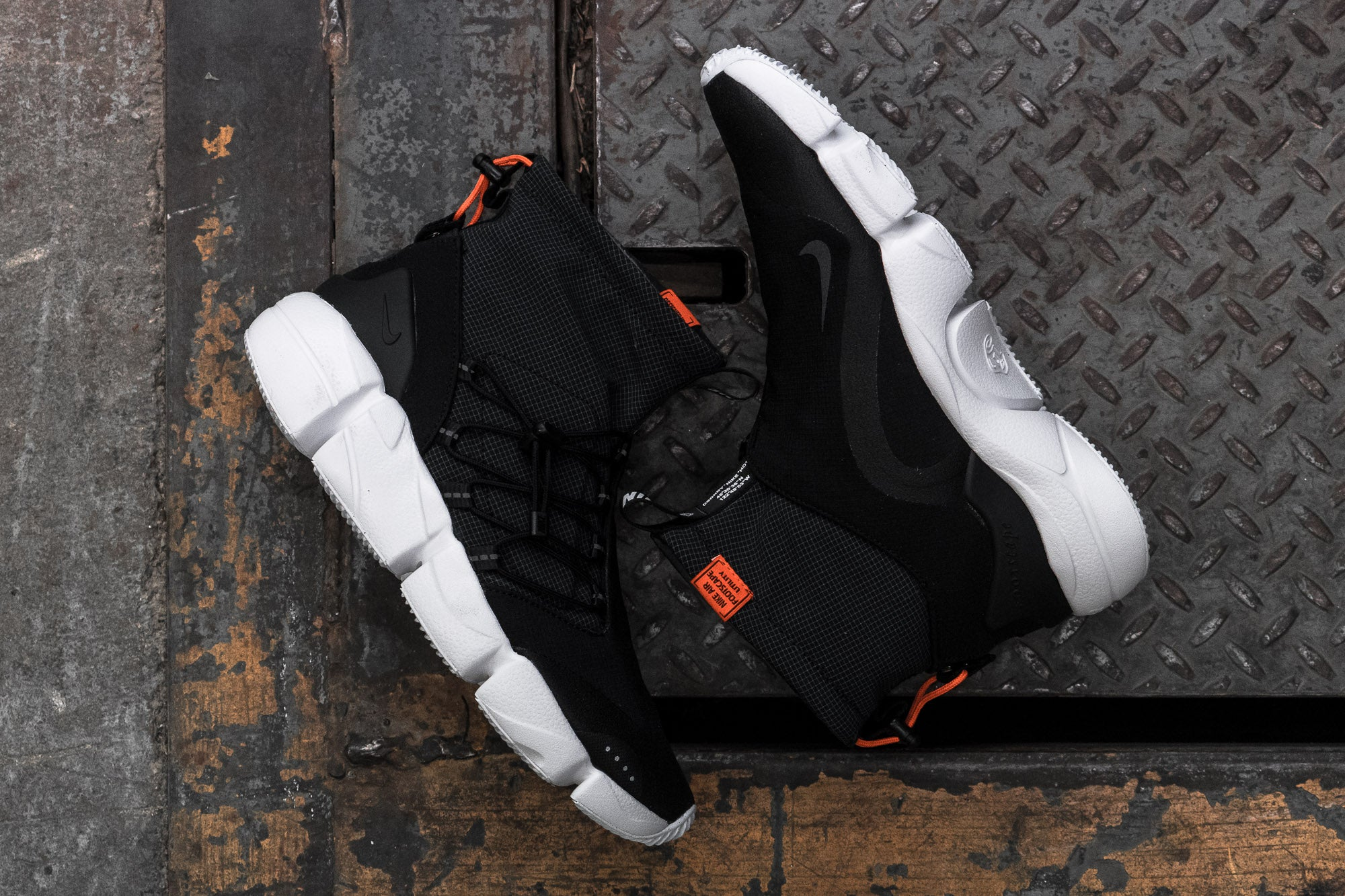 Nike Air Footscape Utility Mid DM at Notre