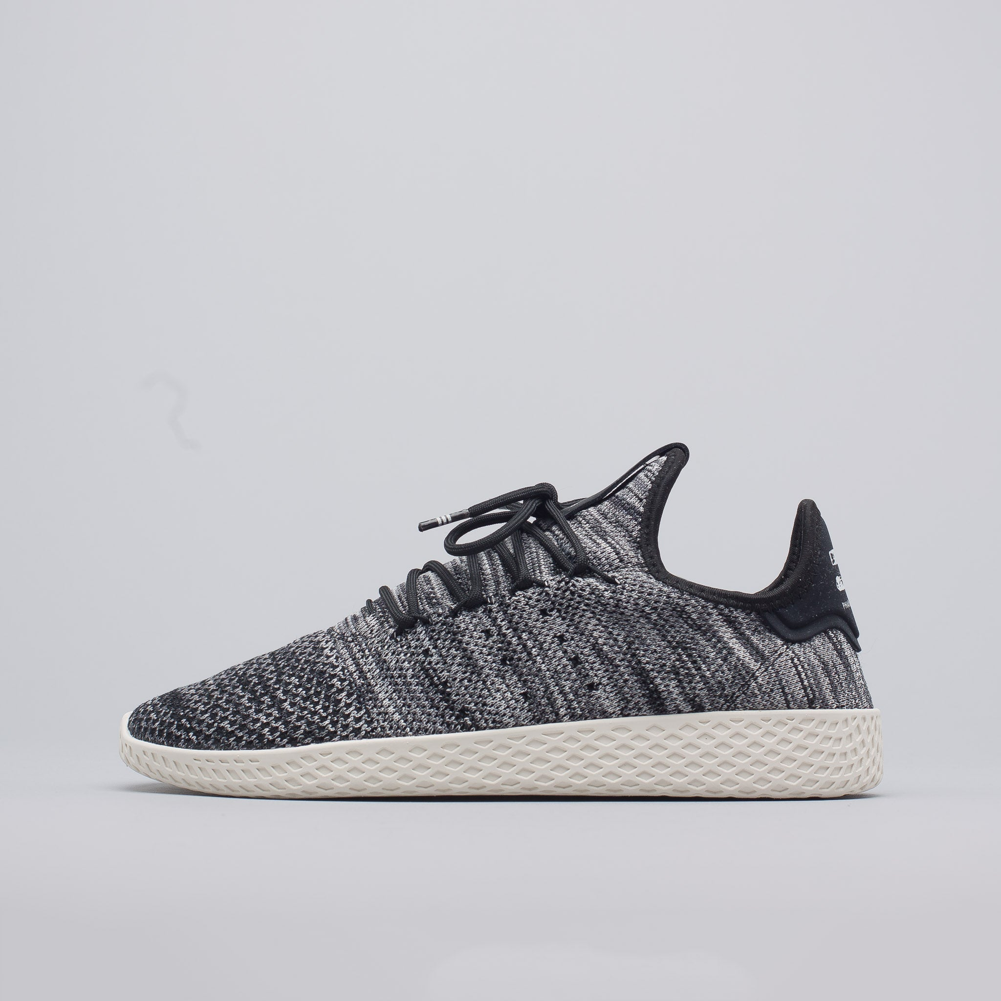 adidas x pharrell williams tennis hu primeknit in oreo notre. Black Bedroom Furniture Sets. Home Design Ideas