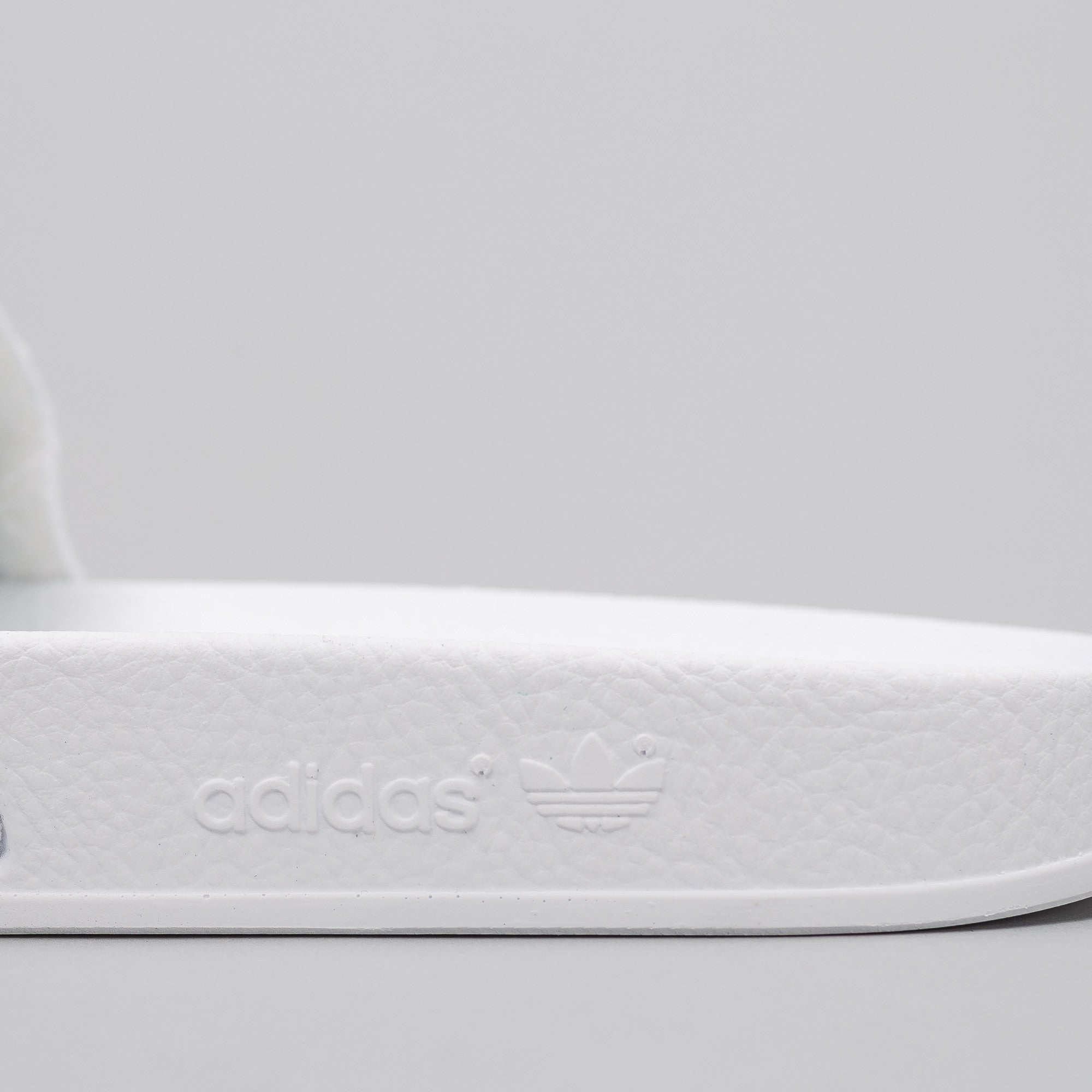 Adilette Contrast Band in White