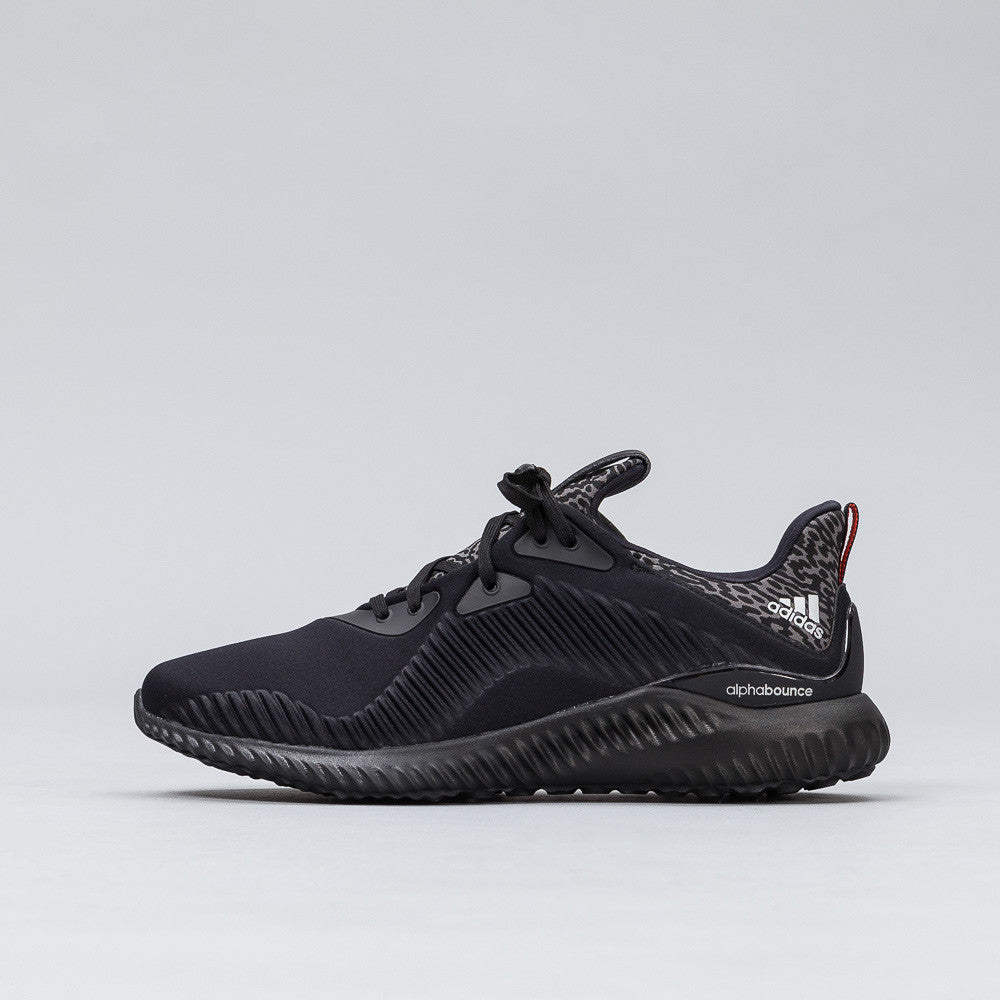 Adidas - Alpha Bounce in Core Black/Silver - Notre - 1