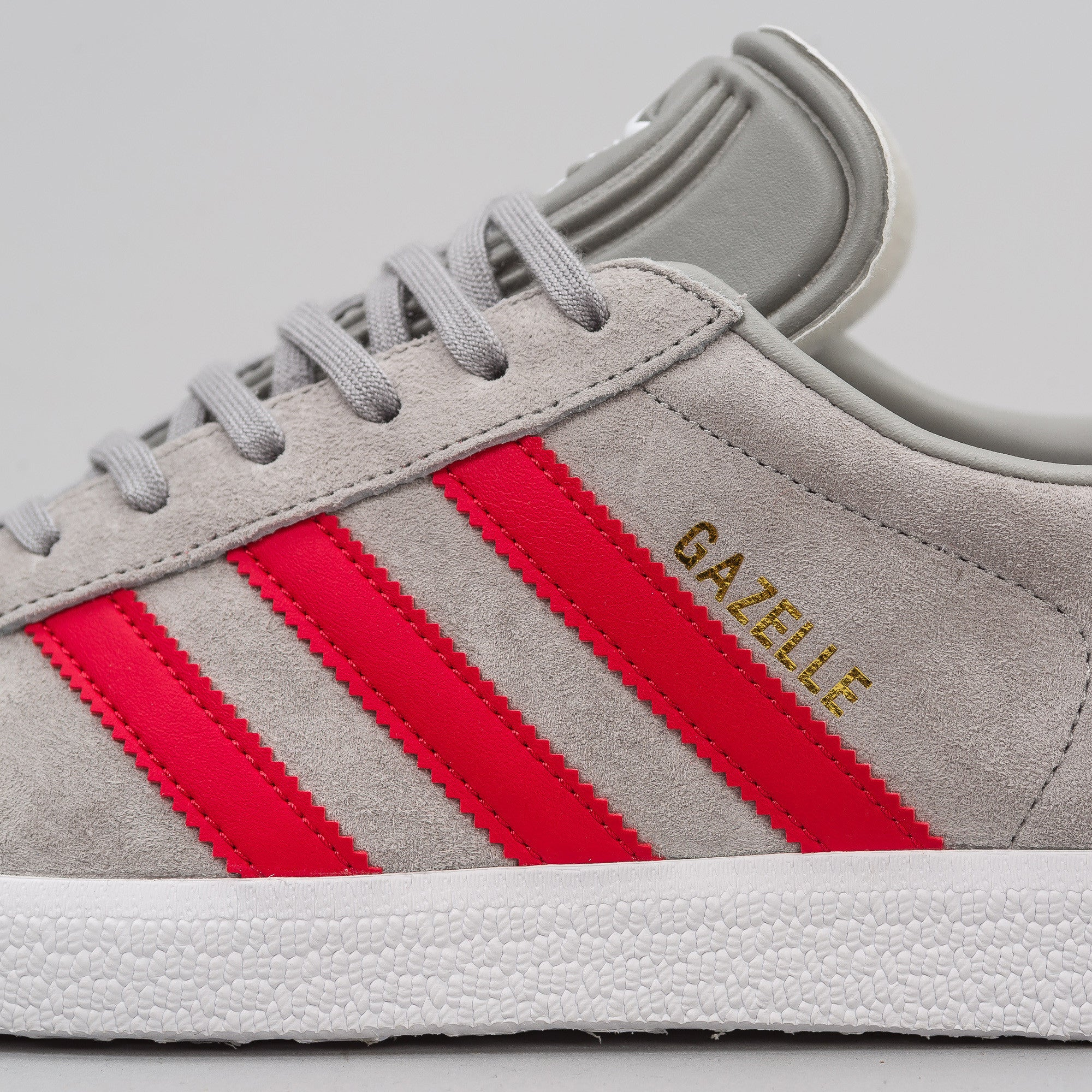 Gazelle in Grey/Red