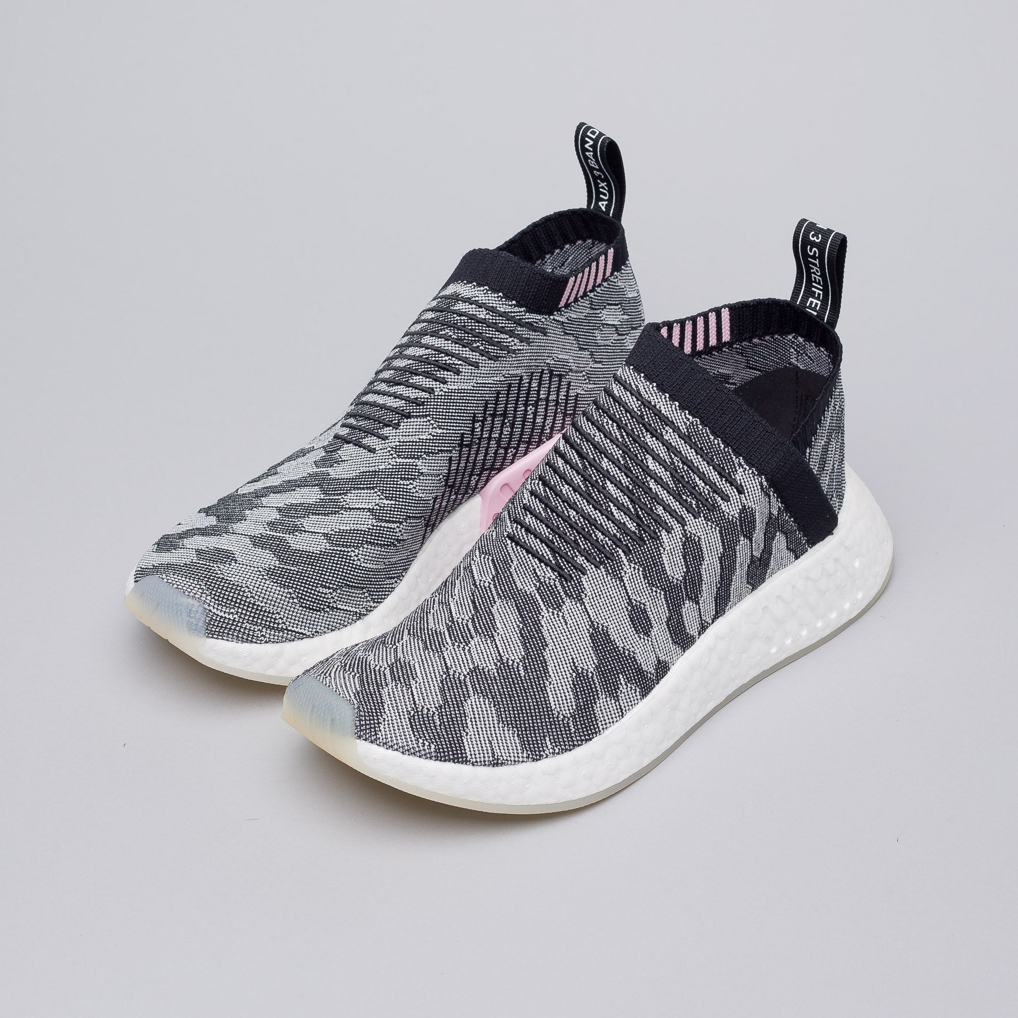 huge discount 26a6e a674a Adidas NMD R1 Rainbow Exclusive Unboxing