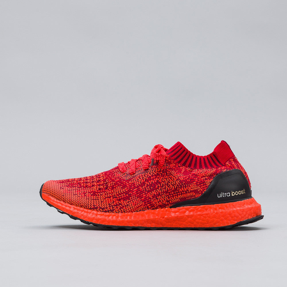 Adidas - Ultra Boost Uncaged in Scarlet - Notre - 1