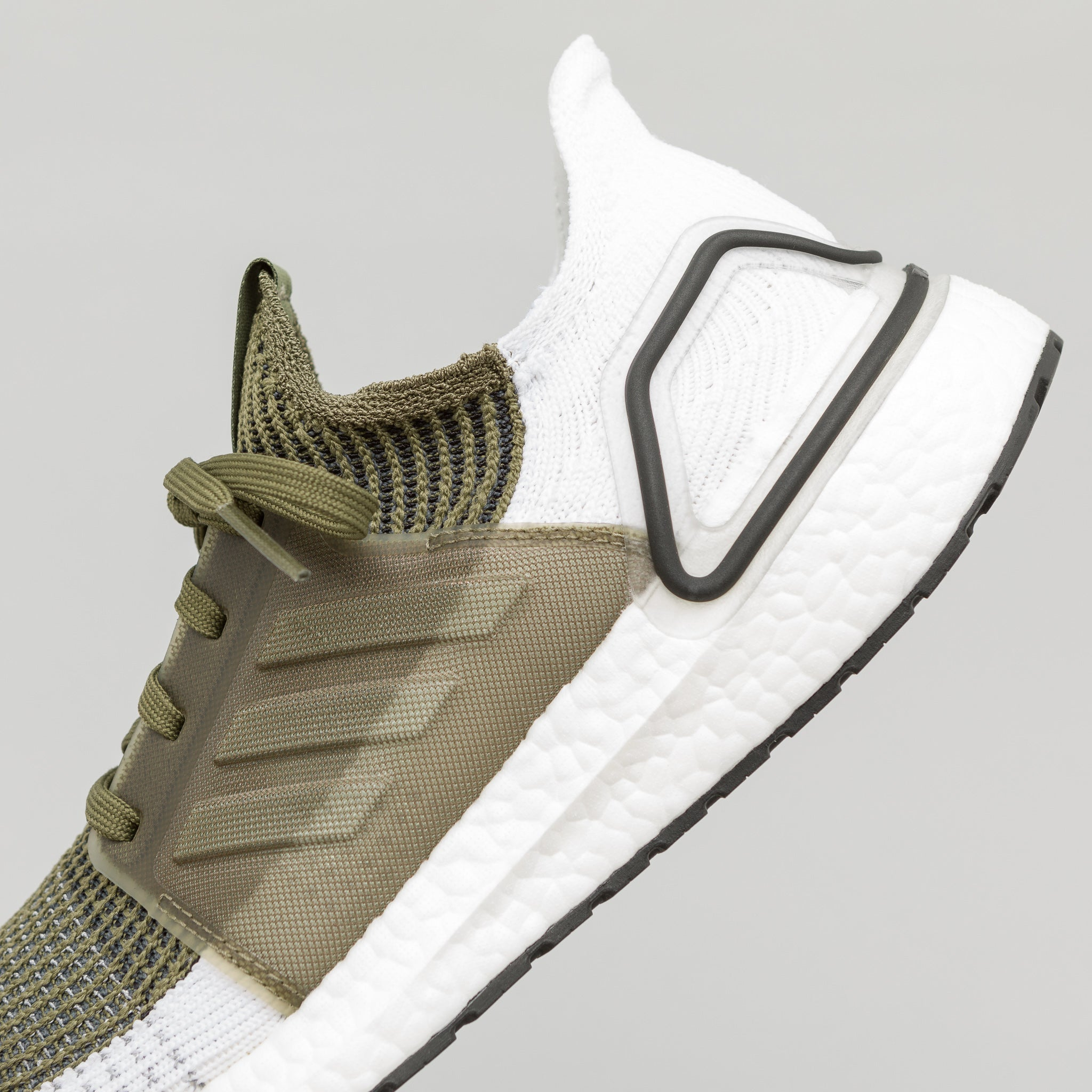 Ultra Boost 19 in Khaki/White