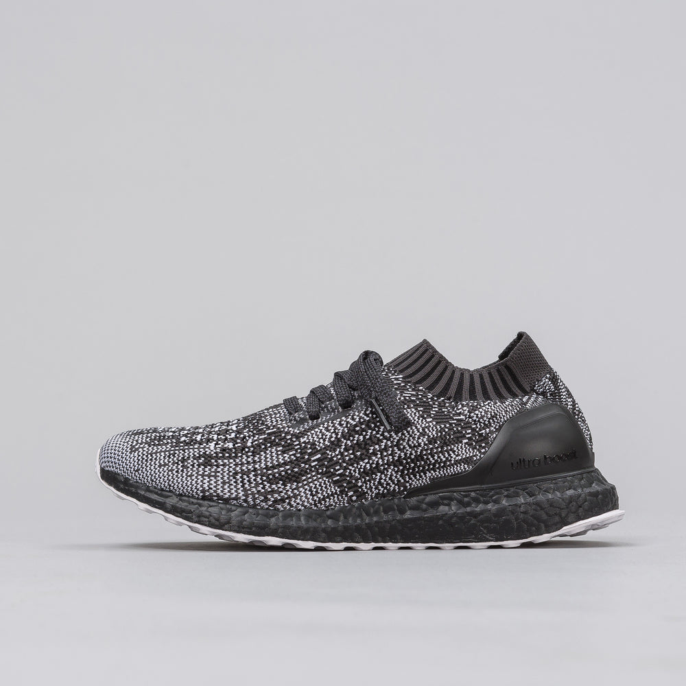Adidas Ultraboost Uncaged in Black/White - Notre