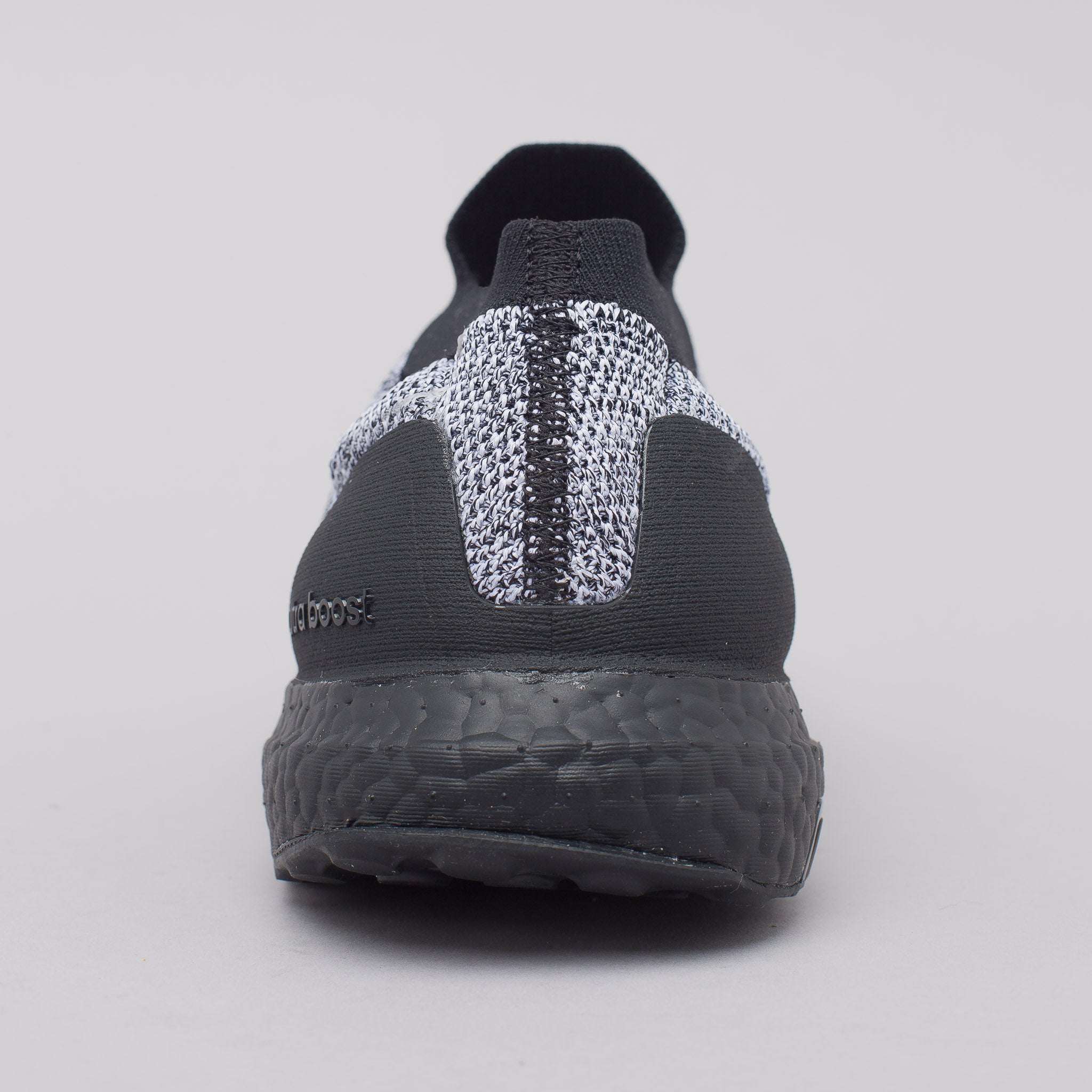 Ultra Boost Laceless in Core Black/White