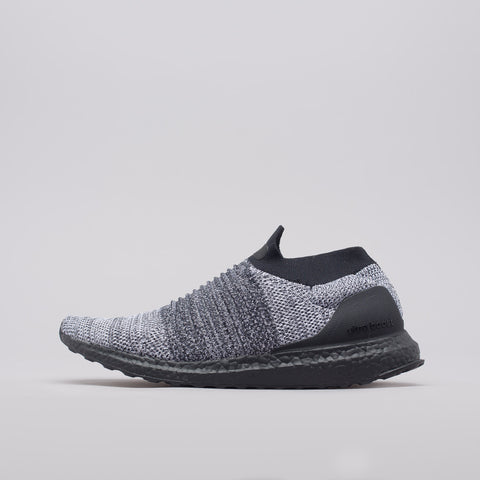 adidas Ultra Boost Laceless in Core Black/White - Notre
