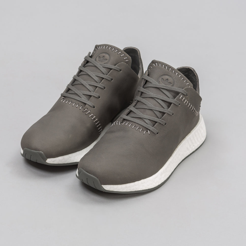 Adidas adidas x wings+horns NMD R2 Leather in Ash - Notre
