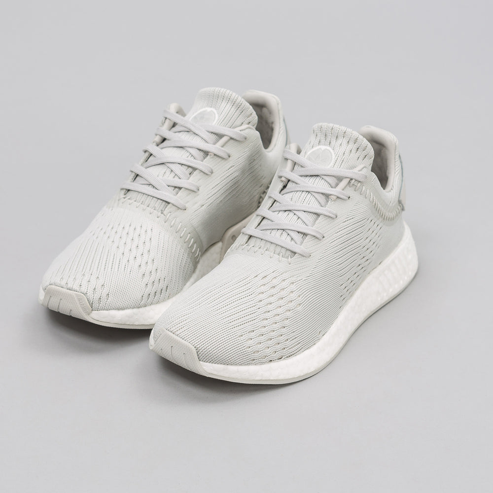 Adidas adidas x wings+horns NMD R2 Primeknit in Grey - Notre