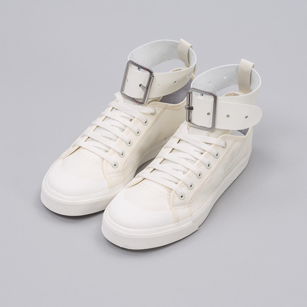 Spirit Buckle Trainer in Off White