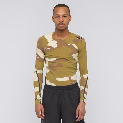 adidas x UNDEFEATED Alphaskin 360 T-Shirt in Dune Camo - Notre