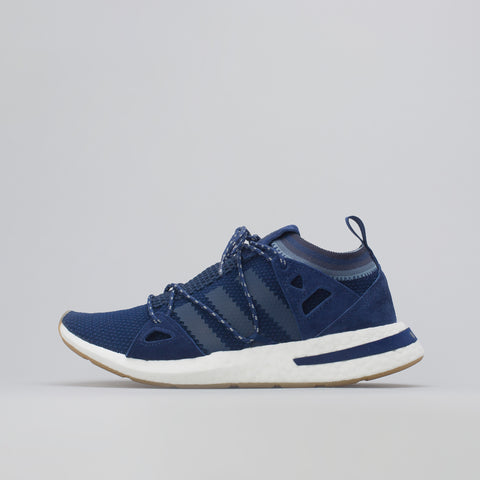 adidas Women's Arkyn in Dark Blue - Notre