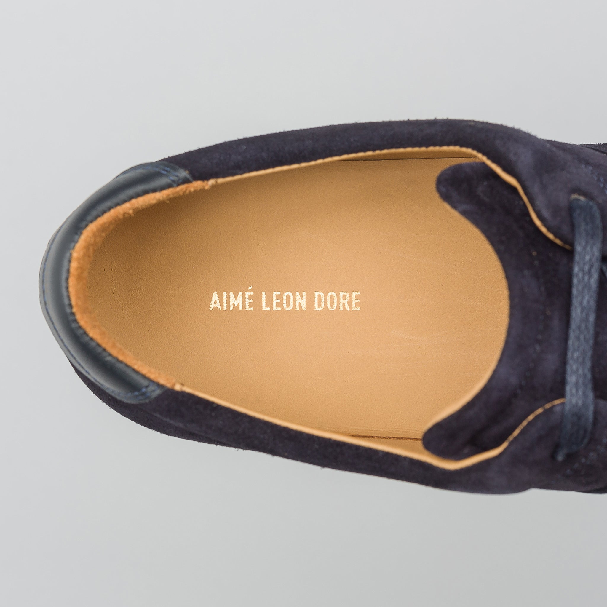 Q27 Wallabee in Navy