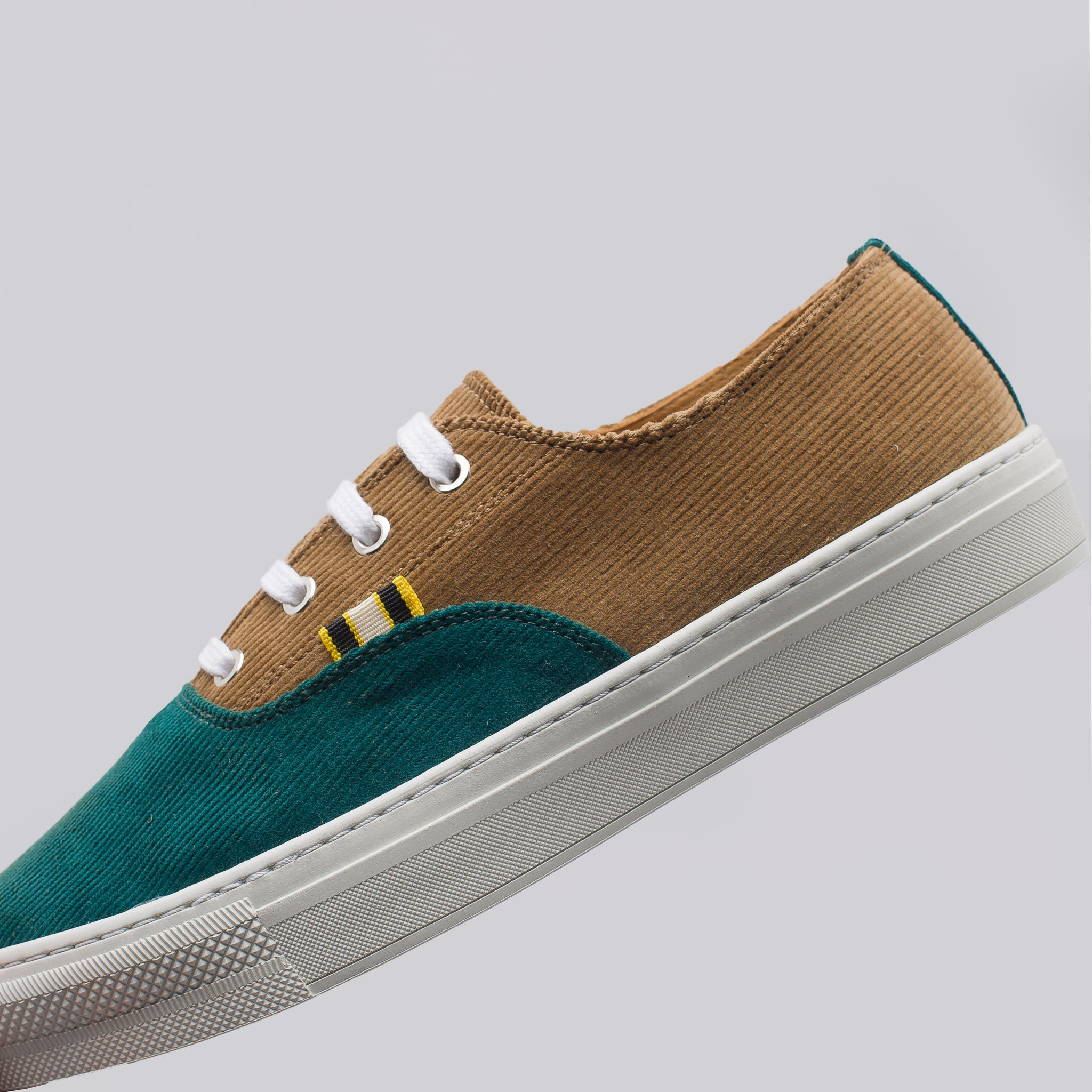 Tan and Green APR-005 Sneakers Aprix gEZ1mYuRS