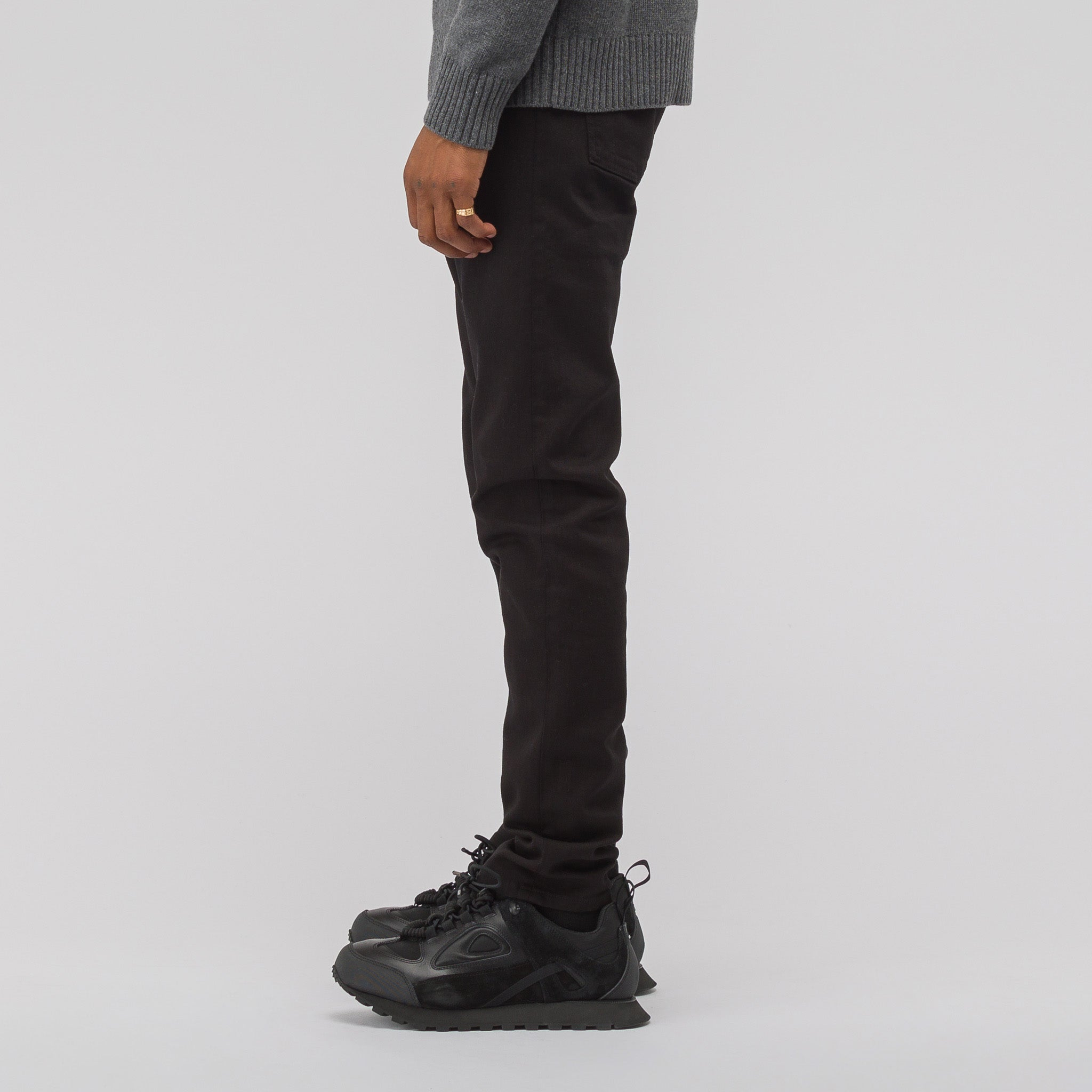 Narrow Leg Jeans in Black