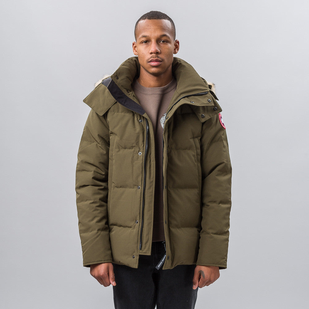 Canada Goose Wyndham Parka in Military Green Notre