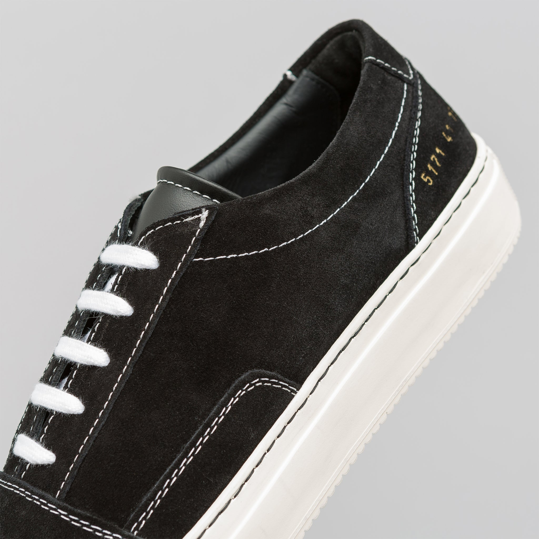 Skate Low Suede in Black