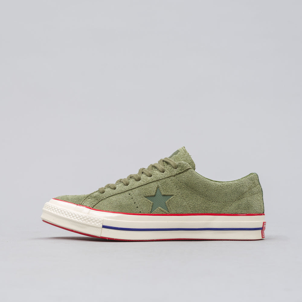 Converse Converse x Undefeated One Star Ox in Capulet Olive/High Risk Red - Notre