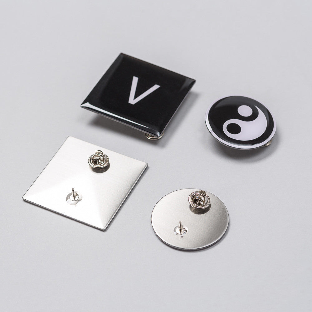 Gosha Rubchinskiy Set of Badges - Notre