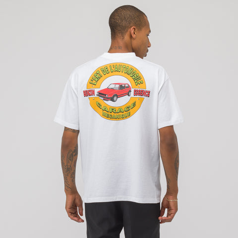 KAR / L'Art de L'Automobile Classic Garage Short Sleeve T-Shirt in White - Notre
