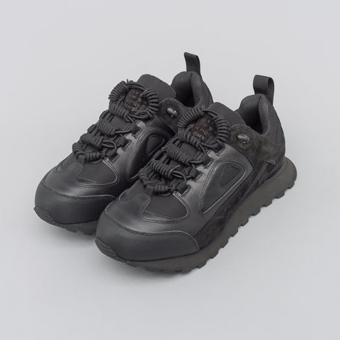 Maison Margiela Low Top Trainer in Black - Notre