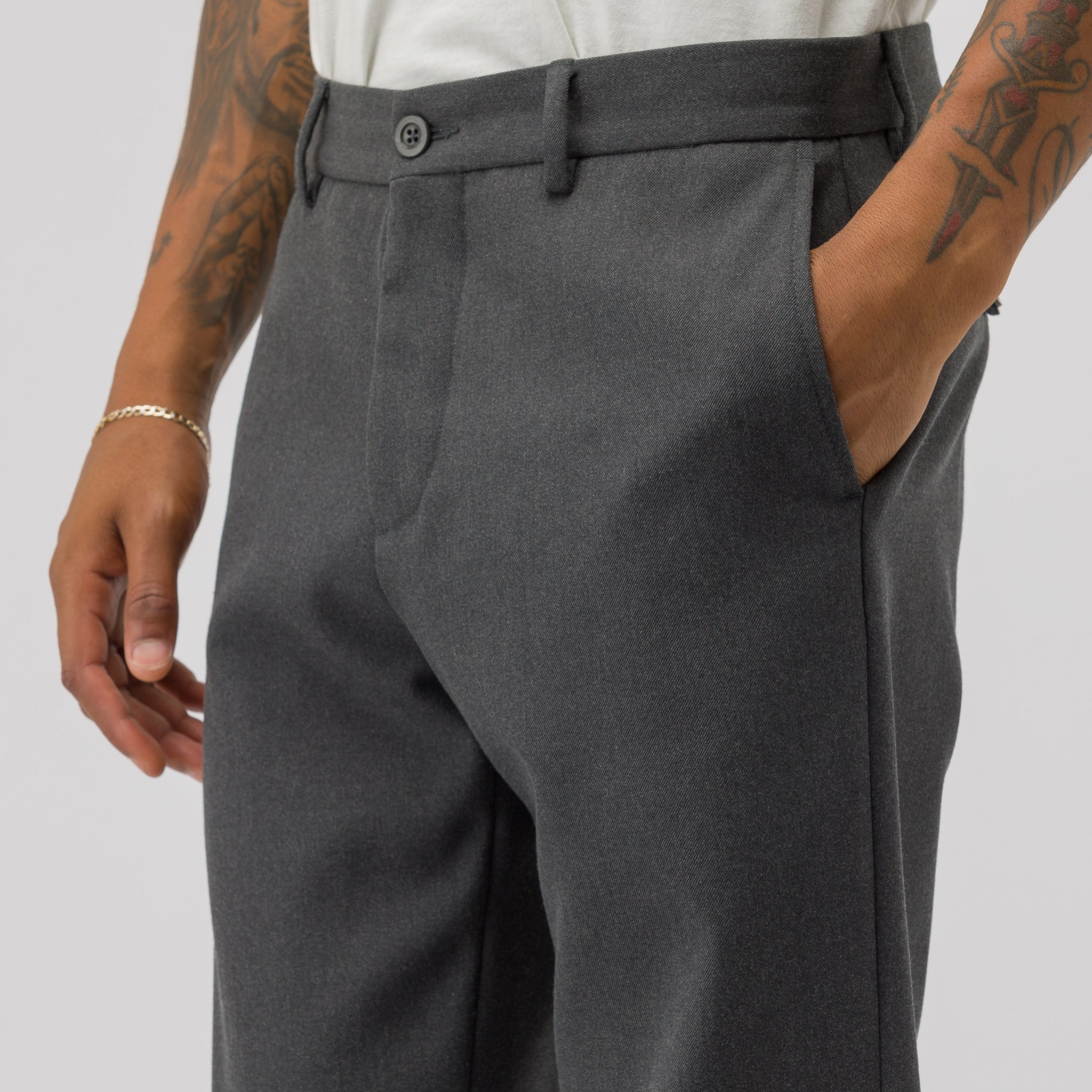 Woven Trouser in Charcoal