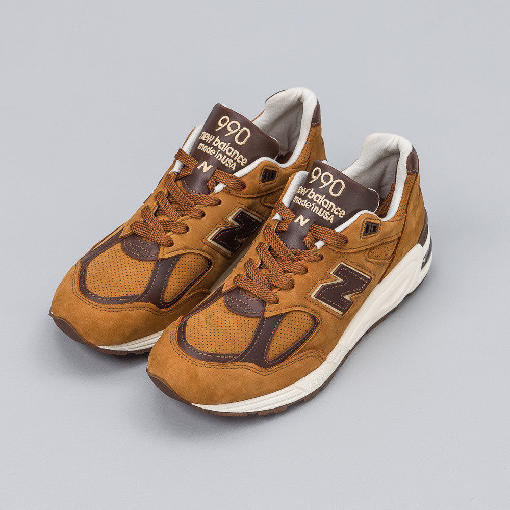 New Balance - M990DVN2 in Brown - Notre - 1