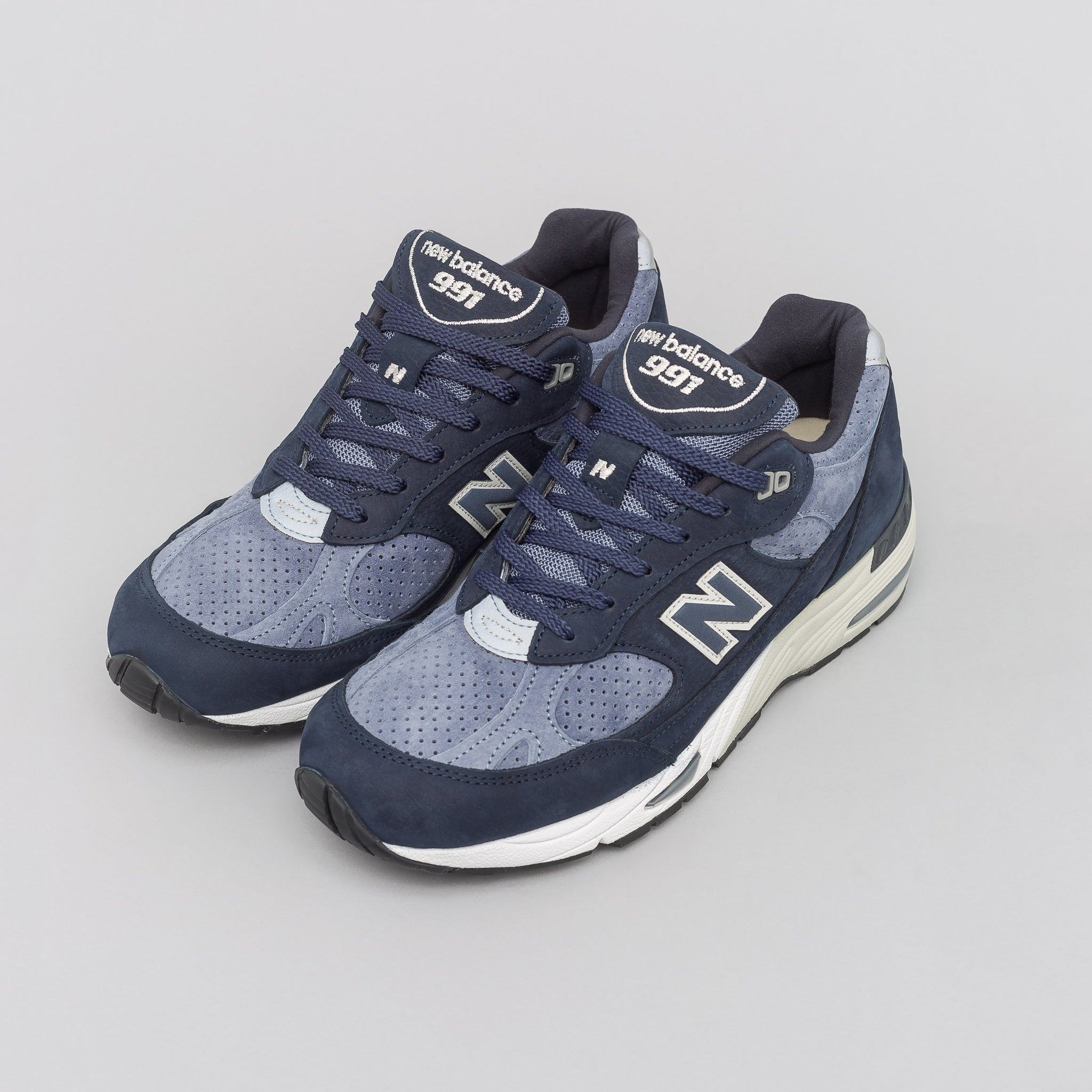 Made in the UK M991NVB in Navy Blue/Blue
