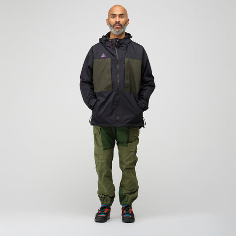 NikeLab ACG Anorak Jacket in Black/Sequoia - Notre