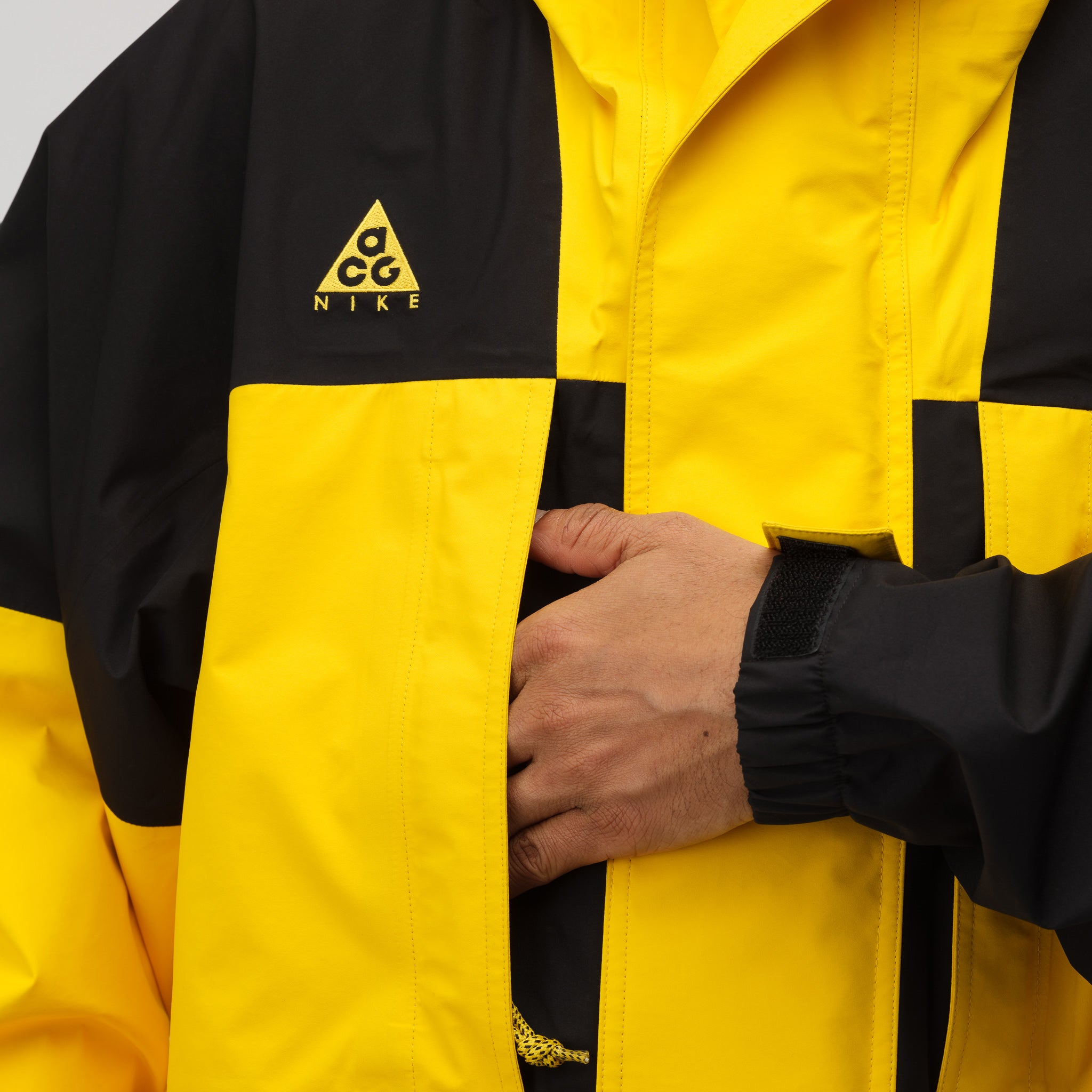 ACG GORE-TEX® Jacket in Amarillo/Black