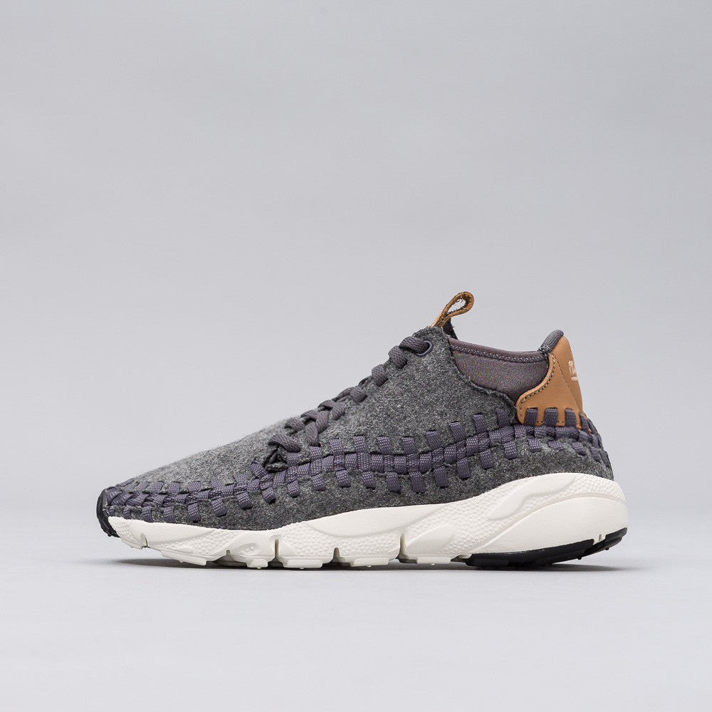 Nike Air Footscape Woven Chukka SE in Grey 857874-002